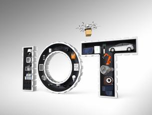 IOT文字にある工業製品。産業製品におけるモノのインタネットコンセプトの写真素材 [FYI04647620]