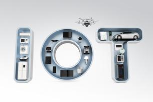 IOT文字にあるスマート家電。暮らしにあるモノのインタネットコンセプトの写真素材 [FYI04647622]