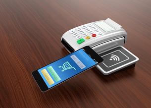 スマートフォンによるモバイルキャッシュレス決済のコンセプトの写真素材 [FYI04647732]
