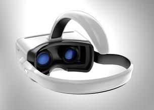 スマートフォンを用いたヘッドマウント式VR装置の写真素材 [FYI04647759]