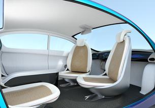 自動運転車のインテリアイメージ。シートが向き合う状態に調整されたの写真素材 [FYI04647799]