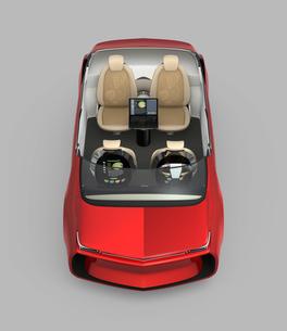 前から見る自動運転車のインテリアカットイメージ。シート背面モニターにビジネス書類が表示されているの写真素材 [FYI04647822]
