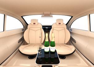 自動運転車のインテリアイメージ。上質なインテリアに回転可能なシートでくつろぎ空間を作るの写真素材 [FYI04647829]