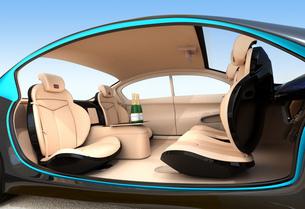 自動運転車のインテリアイメージ。上質なインテリアに回転可能なシートでくつろぎ空間を作るの写真素材 [FYI04647831]