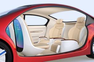 回転可能な前方シートとリクライニング、マッサージ機能付きの後部シートの自動運転車用レイアウトの写真素材 [FYI04647832]