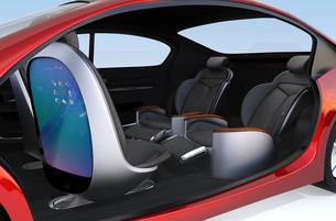 自動運転車用大型タッチスクリーンが備えた前方シートとリクライニング、マッサージ機能付きの後部シートの写真素材 [FYI04647833]