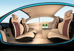 自動運転車のインテリアイメージ。上質なインテリアに回転可能なシートでくつろぎ空間を作るの写真素材 [FYI04647835]