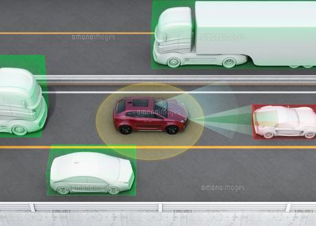 クルマの車線維持、自動ブレーキのコンセプトイメージの写真素材 [FYI04647842]