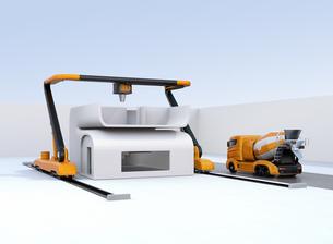 産業用大型3Dプリンタとミキサ車。3Dプリンタで家の外壁をプリントしているの写真素材 [FYI04647847]