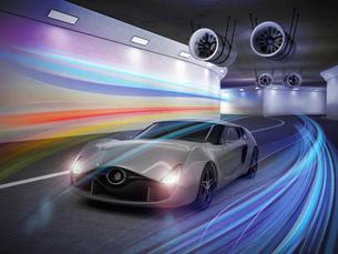 トンネルにあるメタリックグレイのスポーツカーの写真素材 [FYI04647848]