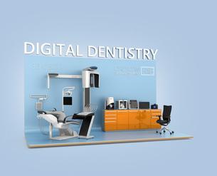 歯科ユニット、CTスキャナー、3Dプリンタによるデータ共有、連携、デジタルデンティストリーコンセプトの写真素材 [FYI04647905]