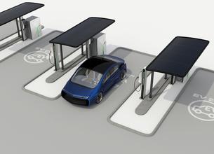 パブリック電気自動車の充電ポイントコンセプト。急速充電器の他、ソーラーパネル、バッテリーも装備の写真素材 [FYI04648003]