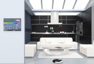 キッチンの横スマートホームコンソールパネル。タッチ操作で温度管理、換気調整などが可能の写真素材 [FYI04648076]