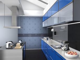 青色でカラーコーディネートされたアイランドシステムキッチンインテリアのイメージの写真素材 [FYI04648101]