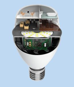 LED電球にあるくらしのコンセプトイメージの写真素材 [FYI04648117]