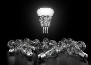 LED電球と白熱電球の写真素材 [FYI04648125]