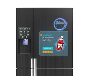 スマート冷蔵庫の扉にタッチスクリーン、プッシュ通知で残量確認及び購入。広告連動でクーポン表示可の写真素材 [FYI04648196]