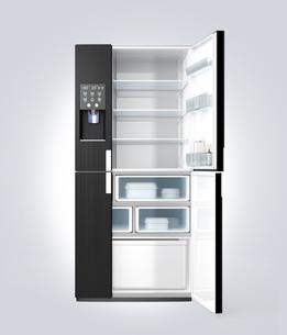 アイスディスペンサー付きスマート冷蔵庫イメージの写真素材 [FYI04648201]