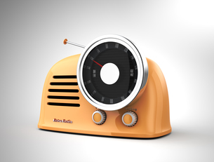 パステルオレンジカラーのレトロラジオの写真素材 [FYI04648202]