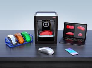 3Dプリンタとカラフルなー出力サンプルの写真素材 [FYI04648339]