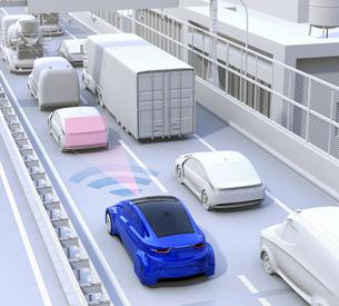 渋滞中の前方車両を追従して運転するクルマ。ドライブアシストのコンセプトイメージの写真素材 [FYI04648403]