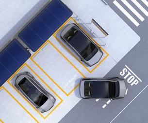 ソーラーパネル、急速充電器が備えるカーシェアリング専用駐車場のイメージの写真素材 [FYI04648461]