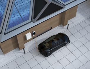 ソーラーパネルで発電し、バッテリーに蓄えて電気自動車を充電するコンセプトの写真素材 [FYI04648467]