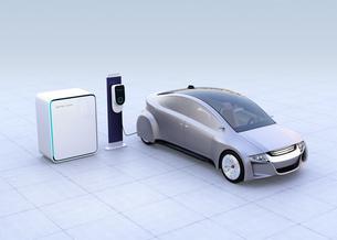 蓄電池が備えた急速充電スタンドに充電する電気自動車のイメージの写真素材 [FYI04648472]