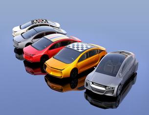 ルーフにグラフィックパターンが入っているカラフルな電気自動車のイメージの写真素材 [FYI04648498]