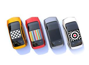 ルーフにグラフィックパターンが入っているカラフルな電気自動車のイメージの写真素材 [FYI04648499]