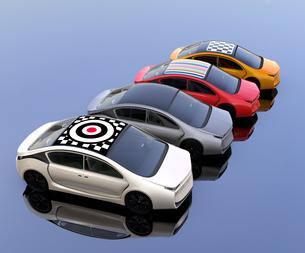 ルーフにグラフィックパターンが入っているカラフルな電気自動車のイメージの写真素材 [FYI04648500]
