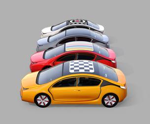 ルーフにグラフィックパターンが入っている電気自動車のイメージの写真素材 [FYI04648502]
