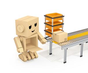 ベルトコンベアに荷物を運搬する段ボール箱のロボットのイメージの写真素材 [FYI04648519]