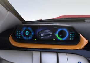 自動運転EV車のデジタルメーターのイメージの写真素材 [FYI04648529]