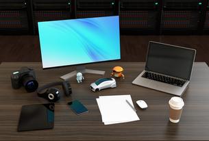 映像編集デザイナーのデスクトップのイメージ。背景にレンダリング専用サーバーが置かれているの写真素材 [FYI04648602]