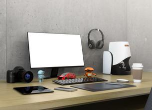 コピースペース付きのモニターと3Dスキャナー、一眼レフ、プロダクトデザイナーのワークスペースの写真素材 [FYI04648608]