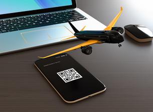 卓上にあるスマートフォンから飛び立つ飛行機。モバイルチェックインのコンセプトの写真素材 [FYI04648643]