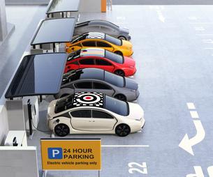 電気自動車専用駐車場のイメージの写真素材 [FYI04648750]