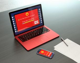 ランサムウェア被害を受けたノートPC、スマートフォン画面のイメージの写真素材 [FYI04648752]