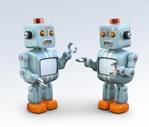 レトロロボットたちが楽しいおしゃべりに夢中の写真素材 [FYI04648765]
