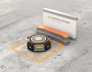 ワイヤレス充電スタンドに充電している黒色の自動運搬ロボットの写真素材 [FYI04648791]
