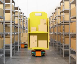荷物を運搬する自動運搬ロボット。物流支援ロボットのコンセプトの写真素材 [FYI04648814]