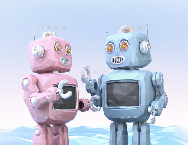 ロボットたちがしゃべりに夢中。チャットボットのコンセプトの写真素材 [FYI04648858]