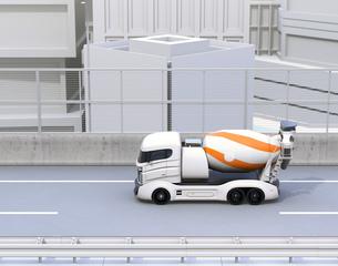 高速道路に走行しているトラックミキサのCGイメージの写真素材 [FYI04648976]