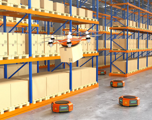 荷物を運ぶドローンとオレンジ色の運搬ロボット。物流支援ロボットのコンセプトの写真素材 [FYI04649021]