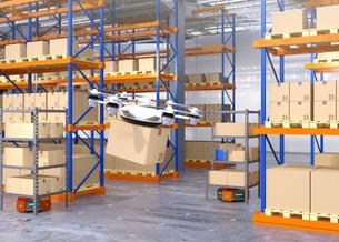 荷物を運ぶドローンとオレンジ色の運搬ロボット。物流支援ロボットのコンセプトの写真素材 [FYI04649024]