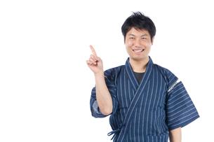 甚平を来た日本人男性の写真素材 [FYI04650094]