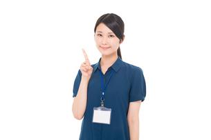 ネームプレートをつけた日本人女性の写真素材 [FYI04650132]
