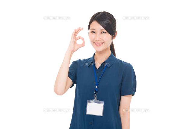 ネームプレートをつけた日本人女性の写真素材 [FYI04650152]