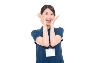 ネームプレートをつけた日本人女性の写真素材 [FYI04650174]